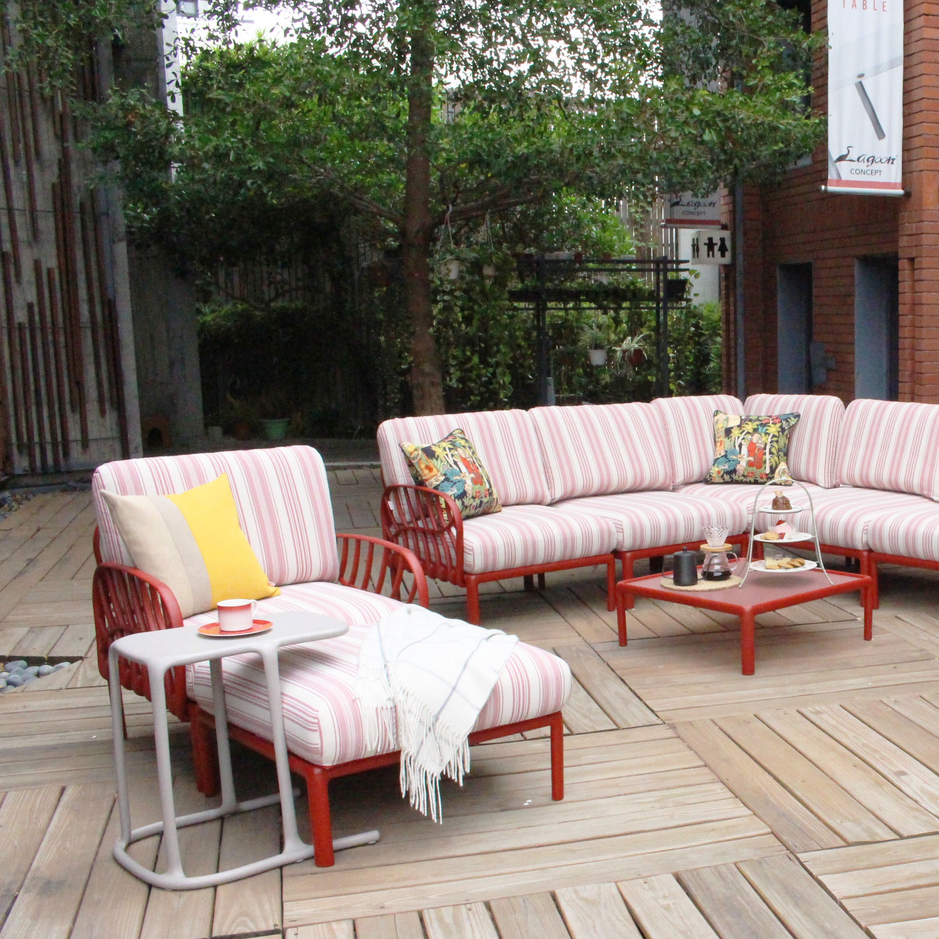 Lagoon Patio sofa set and chaise lounges