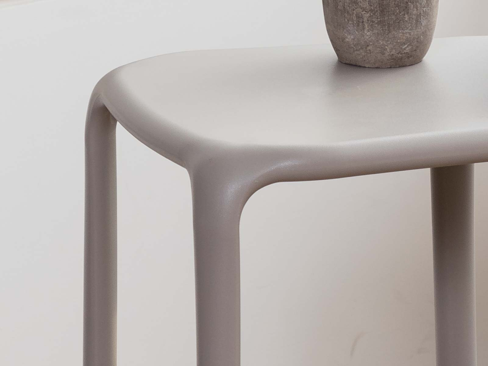 Uno Side Table detail